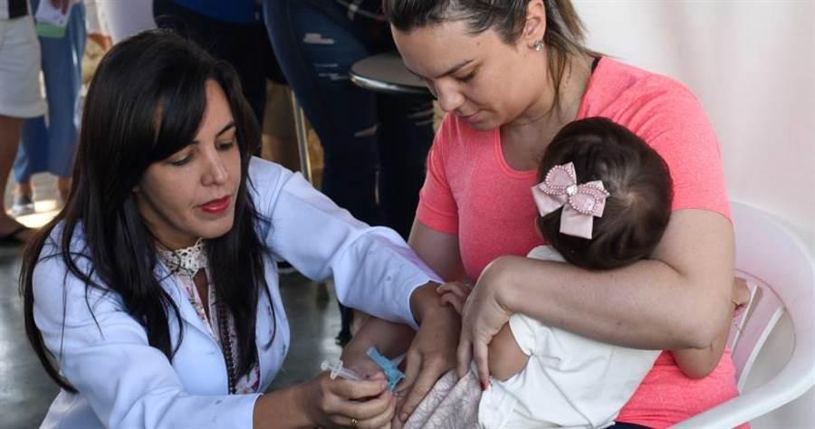美國流感大爆發,造成6600人死亡,其中39名是幼童。(圖/達志/美聯社)