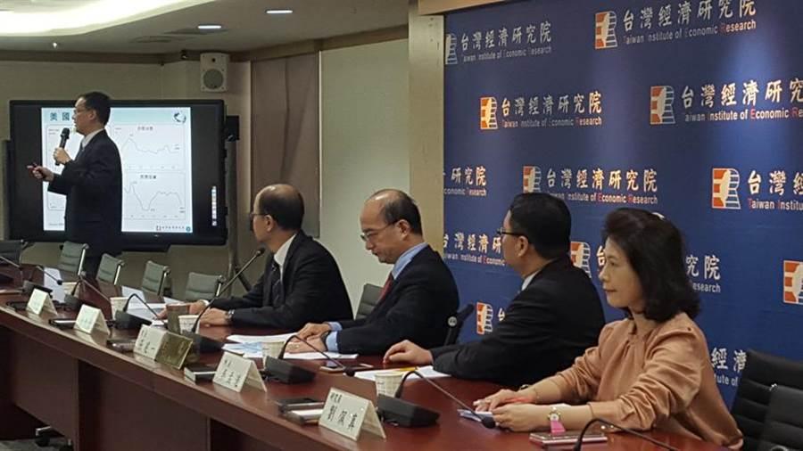 台灣經濟研究院發布2019年12月製造業、服務業與營建業營業氣候測驗點同步走高。(圖/呂清郎)