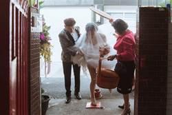 新娘過火爐!婚紗裙掀太高 露雪白長腿