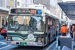 男一絲不掛搭公車 逾30名乘客看傻