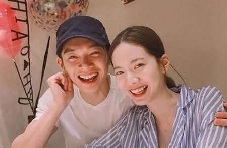 緊急取材》戀情長跑10年!曾之喬閃嫁辰亦儒「今天起我是曾小姐也是陳太太」 - 星聞頻道