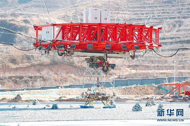 2019年11月14日,大陸首次火星探測任務著陸器懸停避障試驗,在河北省懷來縣的地外天體著陸綜合試驗場圓滿完成。(新華社)