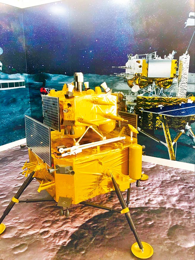 「嫦娥五號」自動機械演示模型。(新華社)