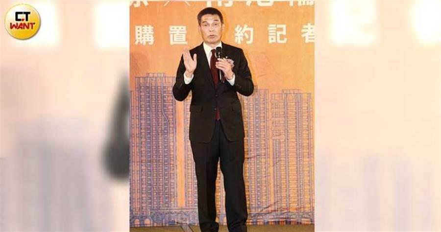 戴德梁行董事總經理顏炳立,看好南港未來發展。(圖/黃鵬杰攝)