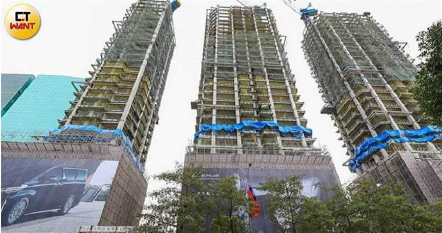 等待20年,正義國宅都更案將搖身一變,成為樓高30層的Diamond Tower。(圖/馬景平攝)