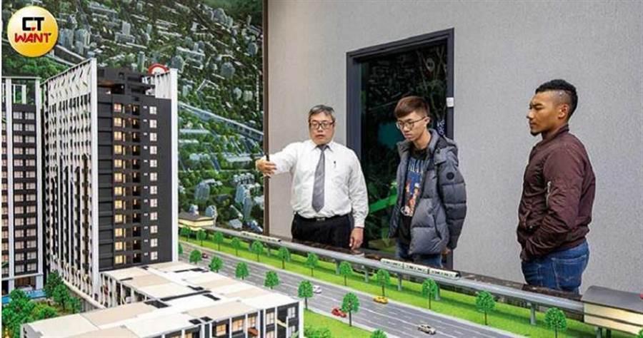 鄰近高科二期的新市鎮,吸引不少首購族看屋;圖為「京城森遠」接待中心。(圖/宋岱融攝)