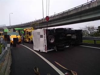 國道2號西向18.5公里小貨車翻覆 事故已排除