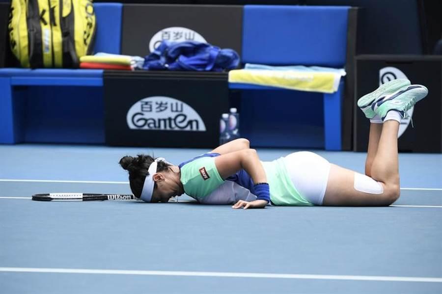 嘉柏在澳網女單苦戰打敗沃茲妮雅琪。(美聯社)