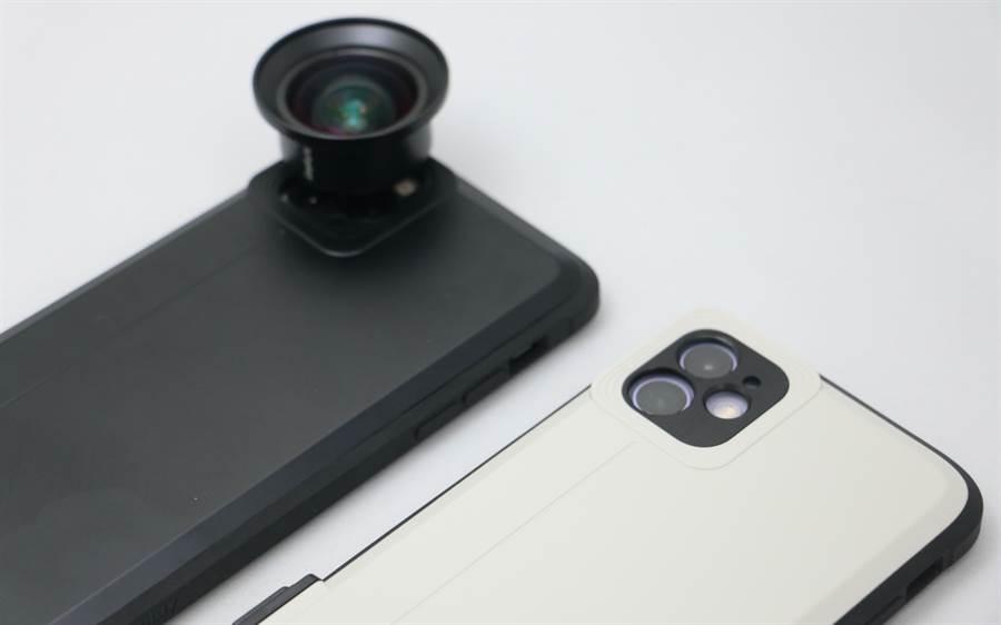 iPhone 11 Pro Max(左)與iPhone 11裝上SNAP! Case後,都可外接bitplay外接鏡頭(圖為HD高階廣角鏡頭)。(黃慧雯攝)