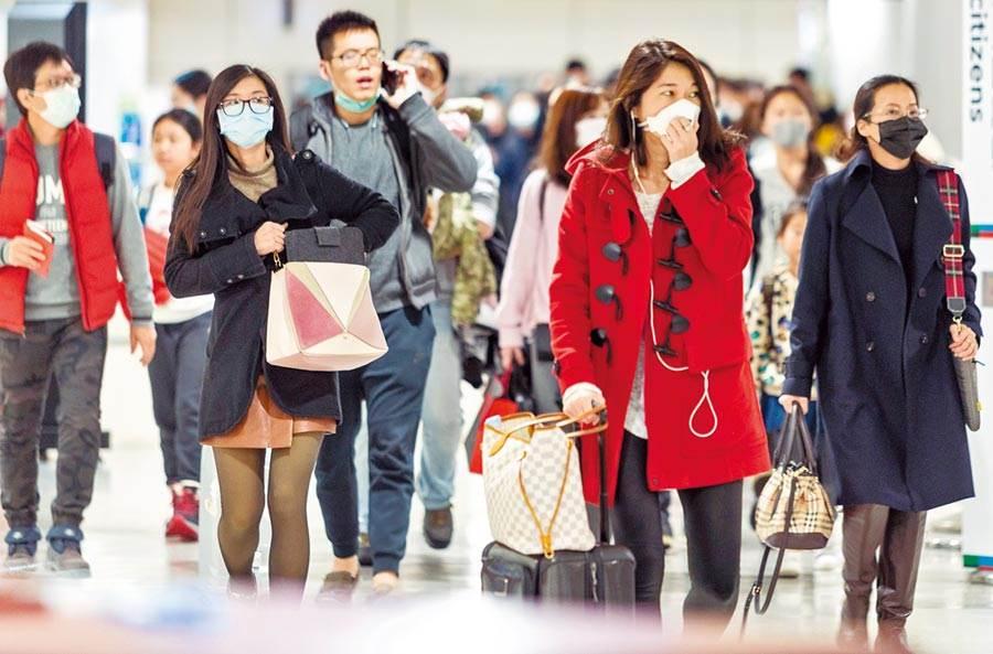 因受武漢肺炎事件影響,入境的大部份旅客全都戴上了口罩,以防萬一。(本報資料照、陳麒全攝)