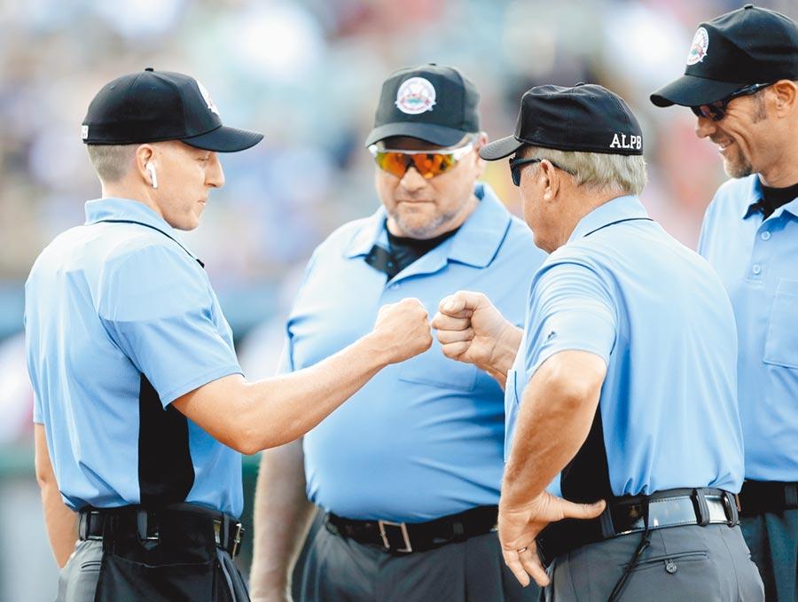 大聯盟裁判協會否認大聯盟主席曼佛雷德的說法,表示春訓並沒有要使用電子好球帶。(美聯社)
