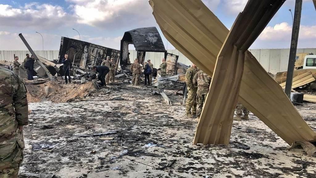 伊朗在1月8日對美軍伊拉克基地發動報復打擊,12枚短程飛彈攻擊美軍基地,雖未造成人員死亡,但也造成34名美軍有腦損傷症狀。(圖/美聯社)