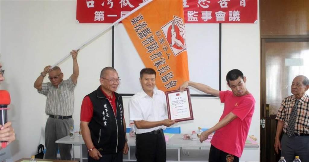 台灣歡喜希望慈善會表達關懷嘉義孩童之意。(圖/慈善會提供)