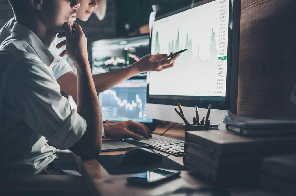 網友認為,對自己的投資標的所屬的產業好好研究一番,才是投資能獲勝的關鍵。(圖/達志影像)