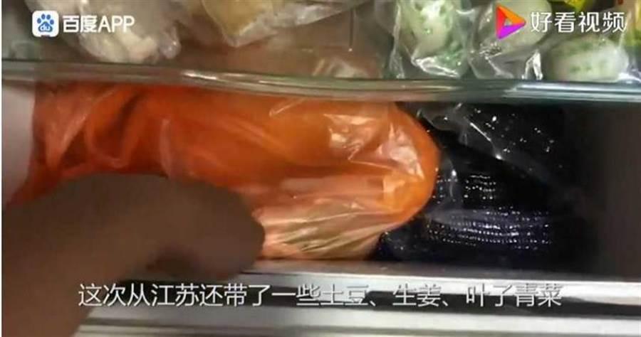 陸堯準備了大量的食物,以減少出門採購的機會。(圖/好看視頻)
