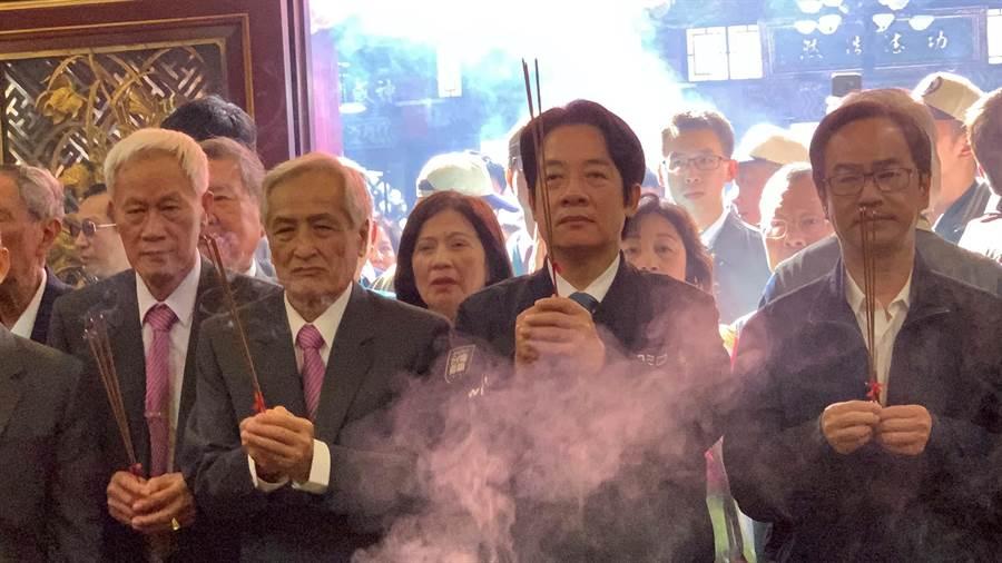 準副總統賴清德今天到高雄三鳳宮參拜。(柯宗緯攝)