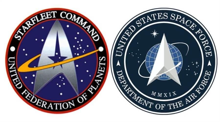 右為美國太空軍的徽記,左為科幻影集「星際爭霸戰」星際艦隊的徽記。(圖/美聯社,派拉蒙影業)