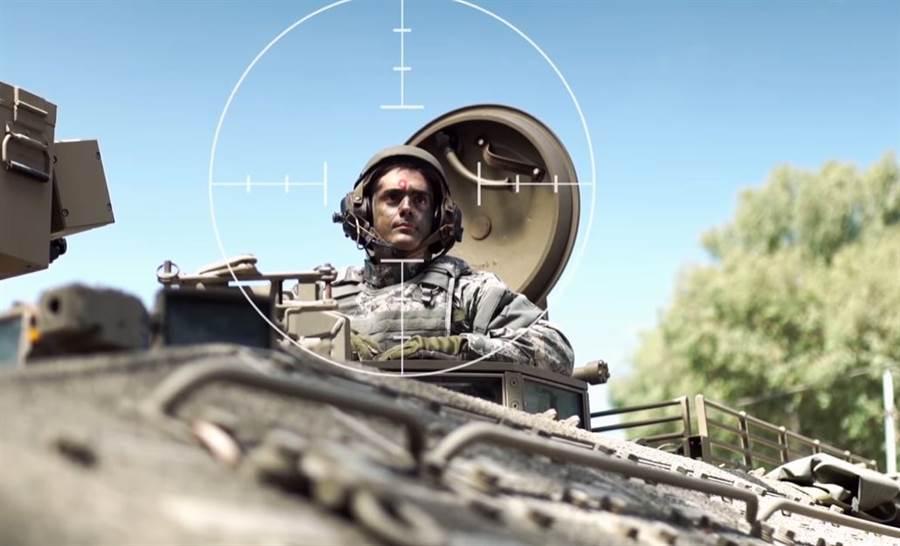 戰車車長為了瞭解四週環境,常要探出艙門瞭望,卻有很大的風險。(圖/(Elbit Systems)