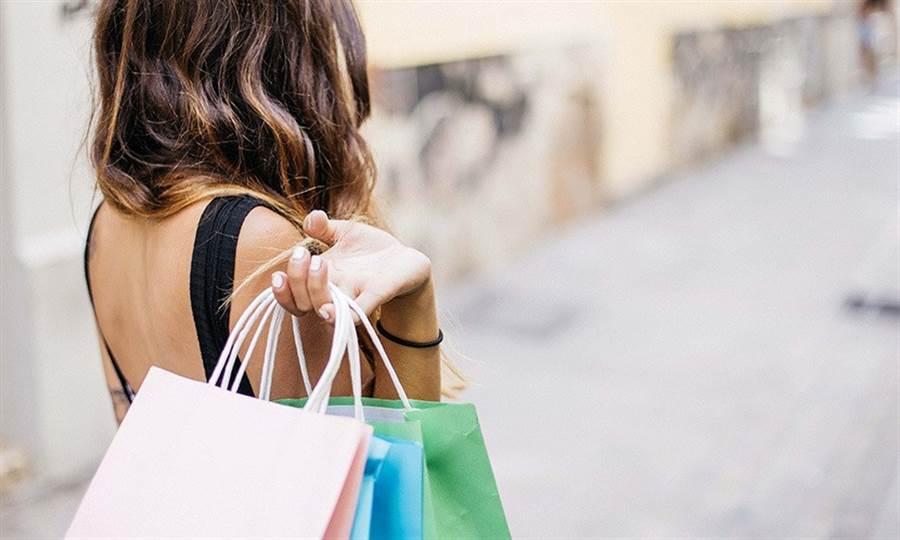 衝動購物和腦波沒有關係,反而是依核和腦島在運作。(圖片來源:pixabay)