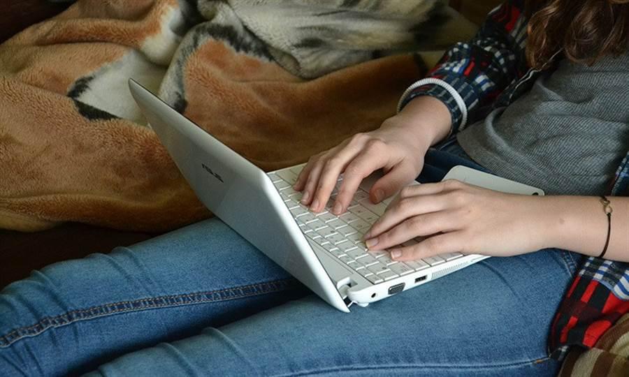 有時衝動購物就樣網路成癮,是為了逃避現實。(圖片來源:pixabay)
