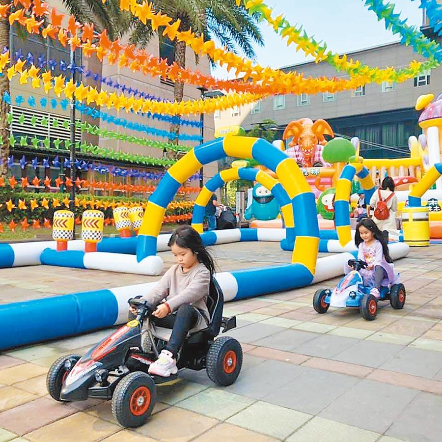 新光三越台南新天地2月11日前有「2020新春遊樂園」,可一家大小同樂。(新光三越提供)