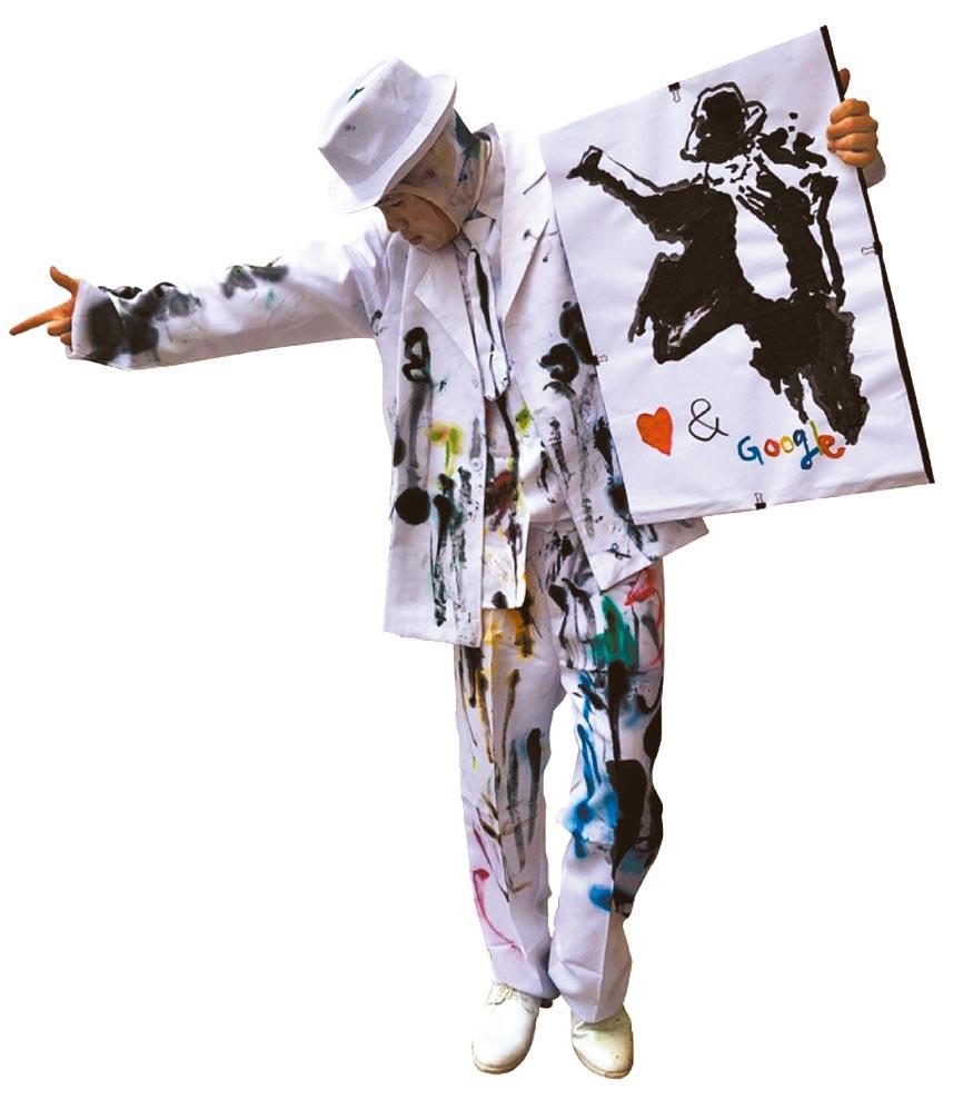 比漾廣場初五邀藝鑫創意表演工作室的彩繪人,以活潑有趣的方式與消費者零距離互動演出。(比漾廣場提供)