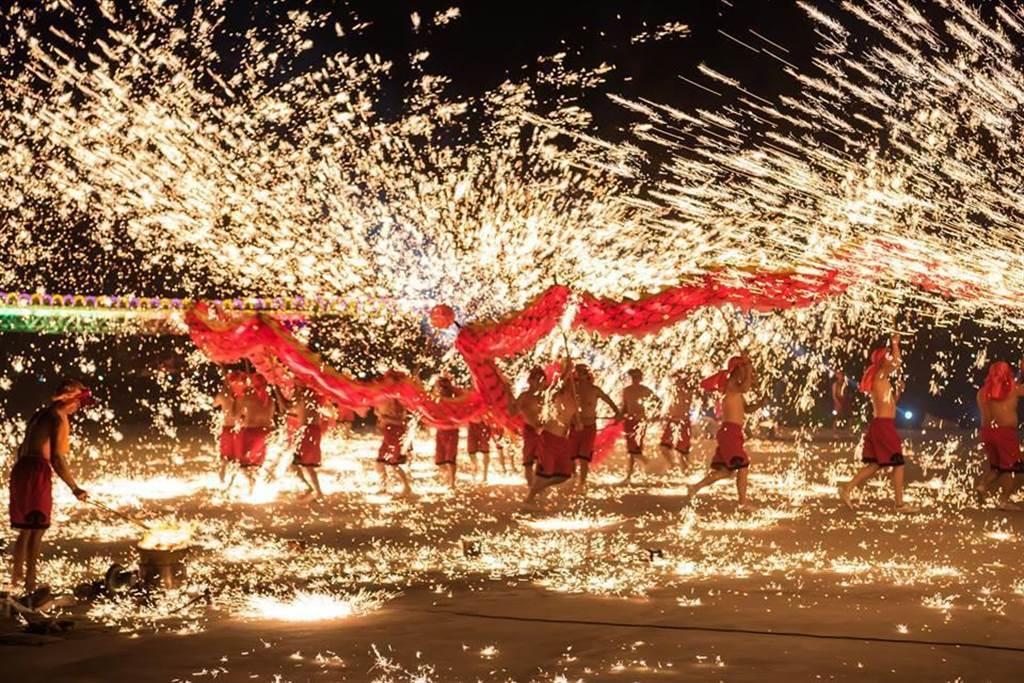 南投縣政府26日宣布,原定將在南投燈會演出的「銅梁火龍」,受到中國武漢肺炎疫情影響,將配合政策取消。(南投縣政府提供/張晉銘南投傳真)