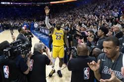 NBA》史上第3!詹皇總得分超越Kobe