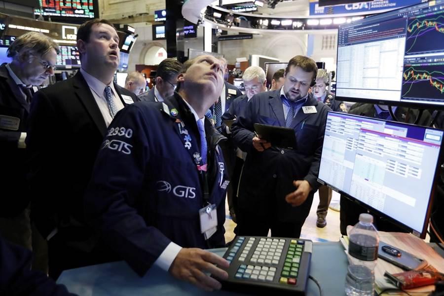 專家警告,美股將面臨10%回檔修正。(美聯社)