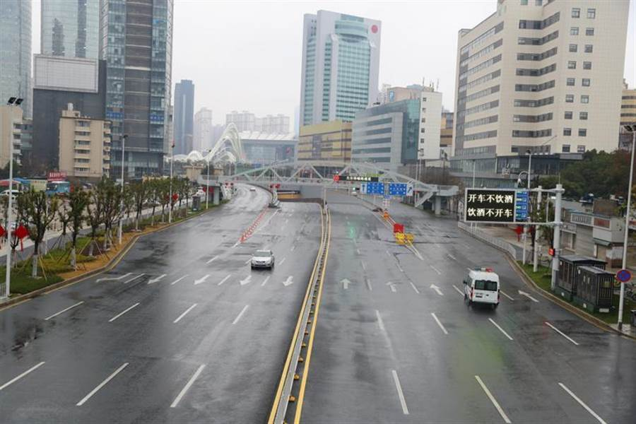 武漢自2020年1月26日0時起,除經許可的運輸車、免費交通車、公務用車外,市區禁行機動車。(中新社)