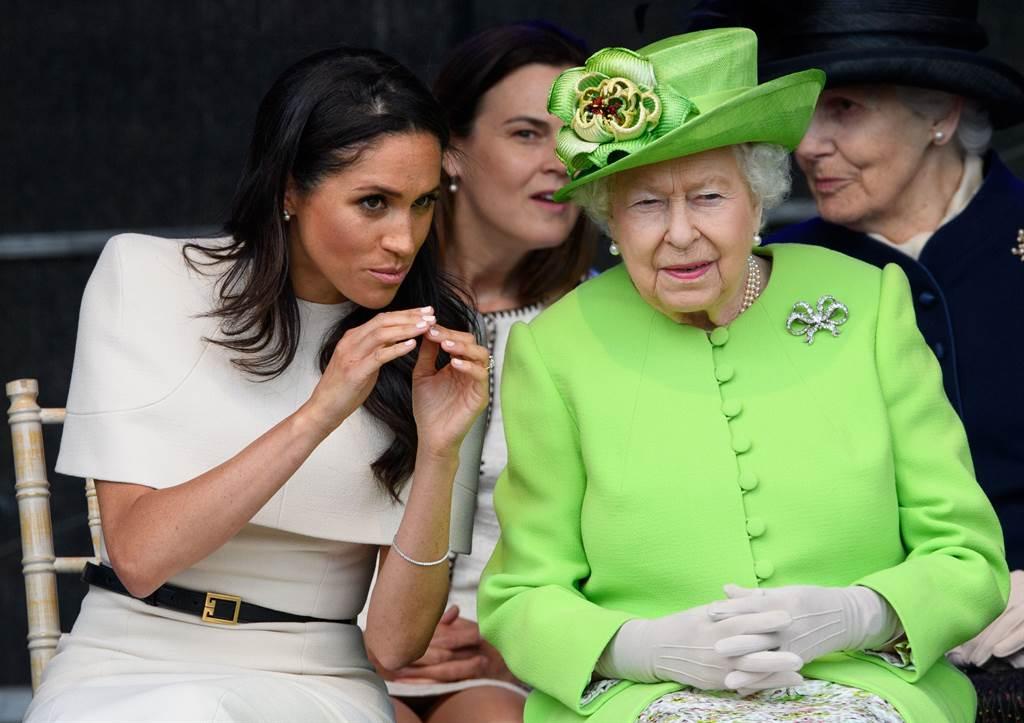 梅根和女王2018年6月14日造訪柴郡(Cheshire)時交談的神情。(達志圖庫/TGP)