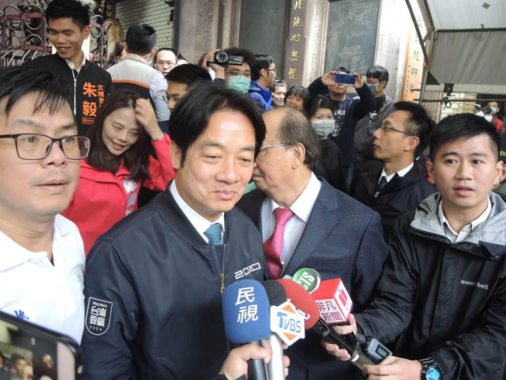 準副總統賴清德(左二)呼籲中國大陸持開放態度共同抵抗武漢新型冠狀病毒疫。(邱立雅攝)