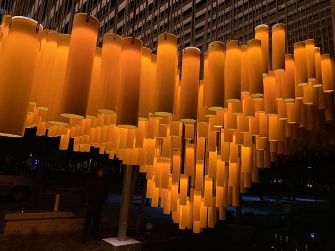「山城之風」亮起來! 公共藝術融合城市意象與都市美學。(台中市政府提供/陳世宗台中傳真)