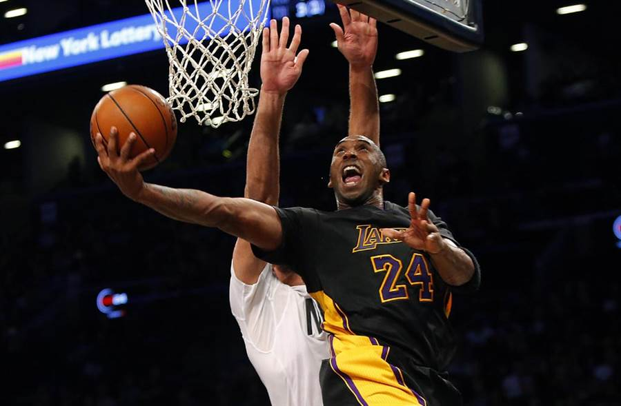 NBA傳奇球星Kobe Bryant退休後不轉當教練,跨領域到出版業實現內心夢想。(達志影像)
