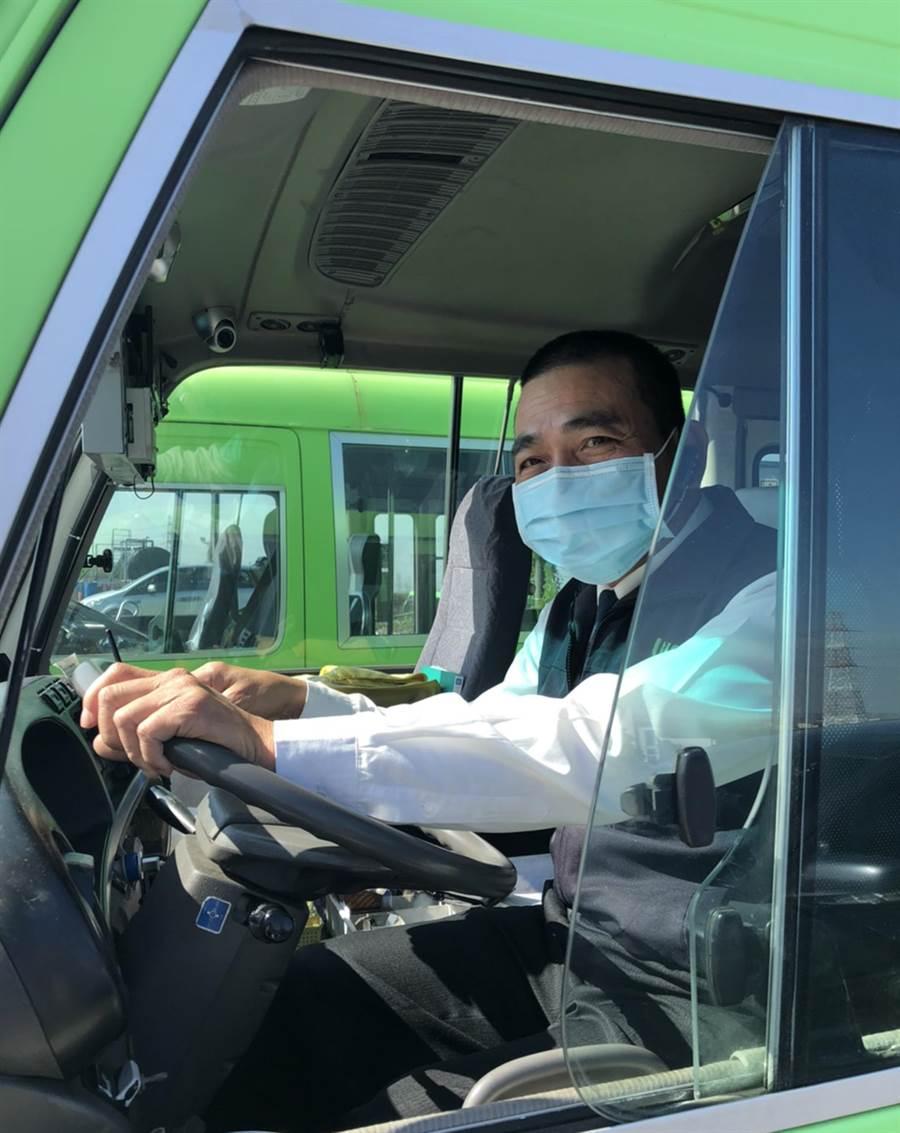 武漢肺炎疫情風暴,交通局要求公車司機出勤時需配戴口罩。(台中市政府提供/陳世宗台中傳真)