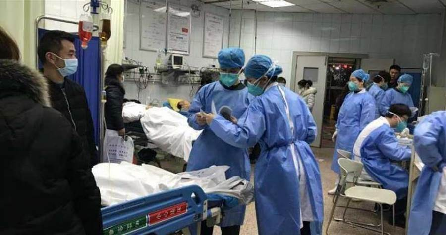 武漢大學人民醫院的醫護人員。(圖/中新社)