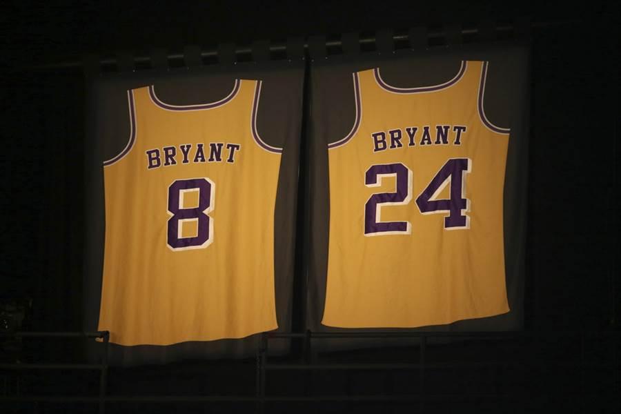 獨行俠宣布也跟湖人一樣退役布萊恩24號球衣。(美聯社)