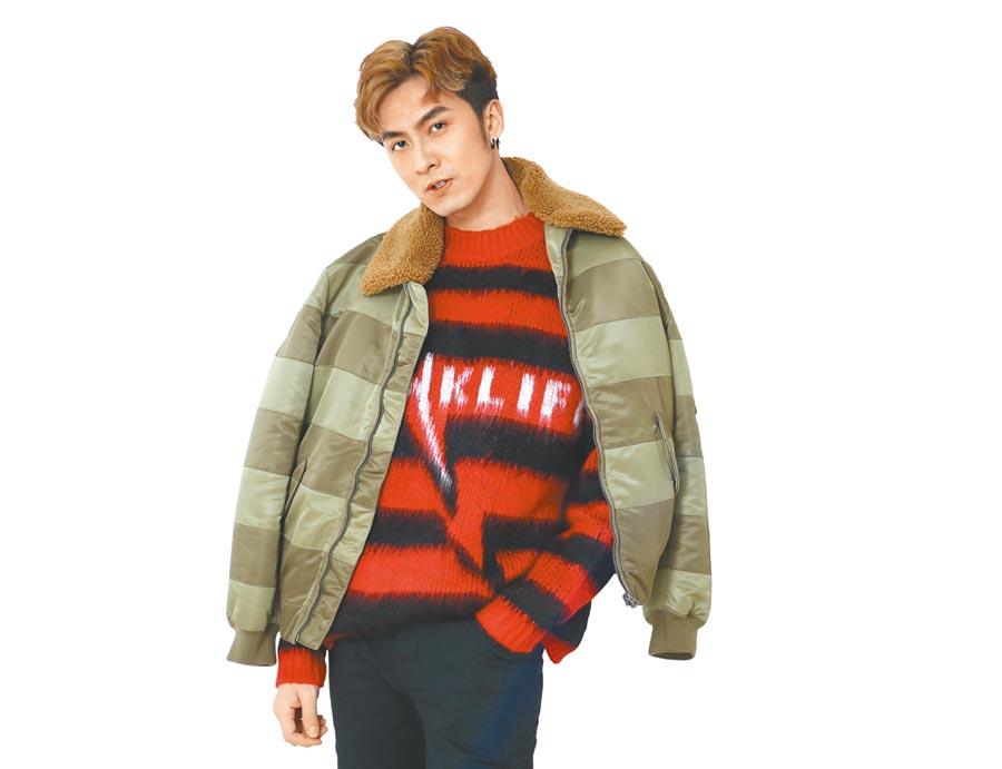 張雁名對自己的服裝造型相當有主見,紅色條紋上衣就是他逛街時相中。(粘耿豪攝)