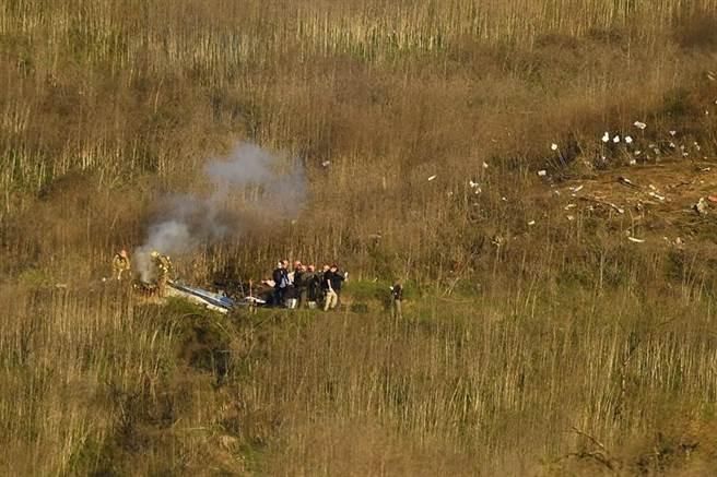 湖人隊傳奇球星布萊恩遇難直升機上的9名遇難者遺體已經全部被找到,進行死者的身份確認。圖為布萊恩搭乘的直升機失事現場。(美聯社)
