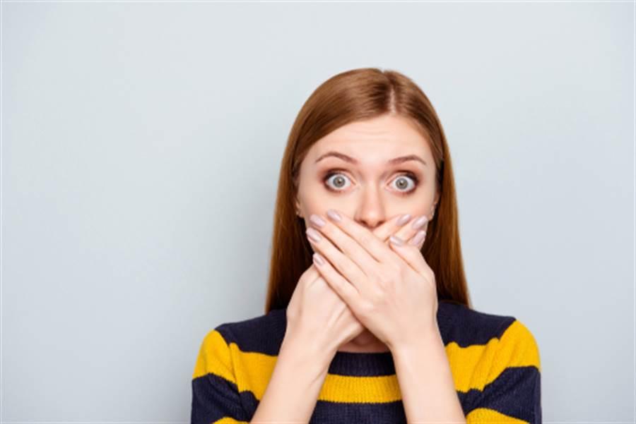 女網友內衣沒穿、睡衣沒換就下樓撞見姐夫。(示意圖/shutterstock)