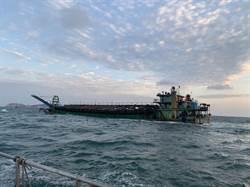 金門東碇島南方陸抽砂船翻覆 10人落海遭救起