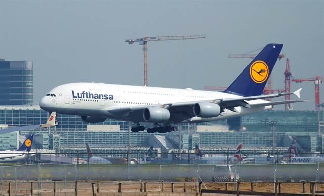 德國漢莎航空29四宣布,全面停飛往返大陸航班至2月9日。(資料照/路透社)