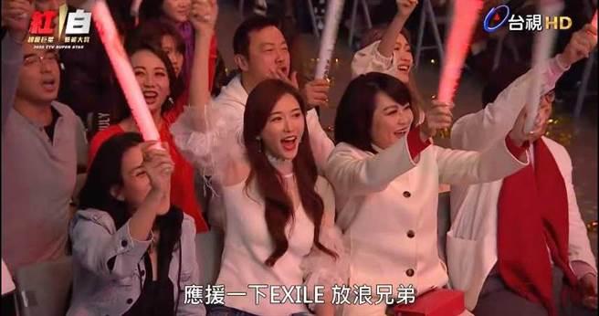 林志玲台下應援姊夫AKIRA,拿下《紅白》網路點閱冠軍。(圖/翻攝自台視Youtube頻道)