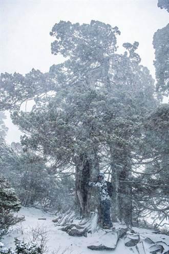 積雪10公分!雪山入夜體感溫度下探-17℃