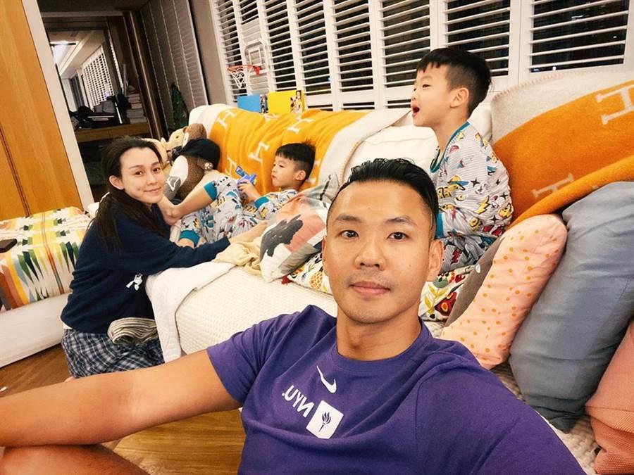 黑人陳建州宣布全面停工,陪伴范瑋琪與家庭度過武漢肺炎難關。(圖/翻攝自陳建州臉書)