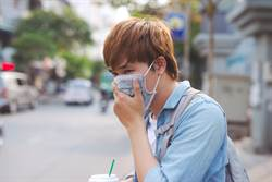 醫護街頭追擊肺炎患者 真相網氣炸