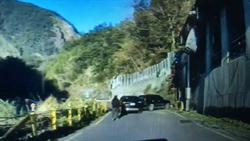 管制站前拉K 男中橫便道連撞5車