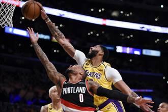 NBA》利拉德當奧客 湖人主場哀悼布萊恩吞敗