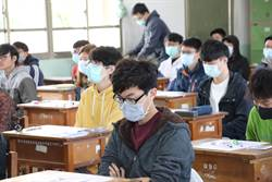 中山大學碩士招考 考生配戴口罩應試