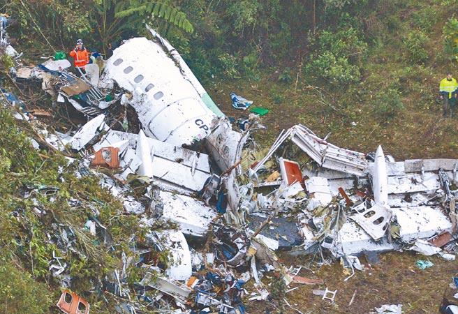 巴西「查比高恩斯皇家」甲級足球隊2016年搭飛機前往哥倫比亞參賽時墜機,大多數隊員罹難。(美聯社)